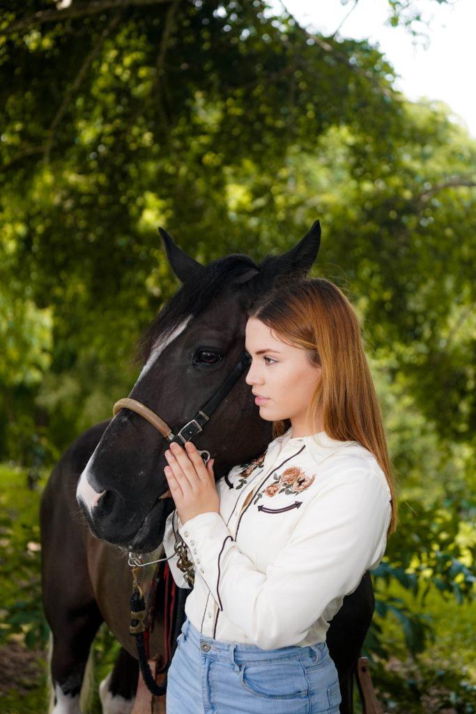 Centre équestre en Savoie donne des cours d'équitation naturelle avec un moniteur